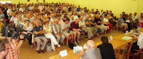 Setkání starosty Brna-sever s obyvateli čtvrti Lesná, kde se debatovalo o stavbě výškových budov na místě bývalého nákupního centra Obzor
