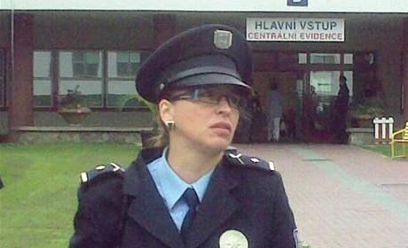 Policejní mluvčí Soňa Svobodová před dětskou nemocnicí v Brně, kde má být dánským úředníkům předán unesený Thor