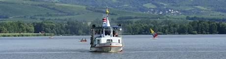 Posádka lodi Věstonická Venuše zachránila včera v bouři na Nových Mlýnech život chlapci, se kterým se převrátila v bouřce loďka. Sami s lodí uvízli na mělčině