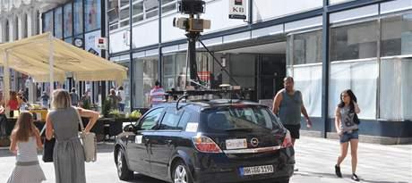Google Street Car v Brně. Auta vybavená speciálními kamerami projíždějí městem a sbírají snímky ulic pro sestavení virtuální procházky.