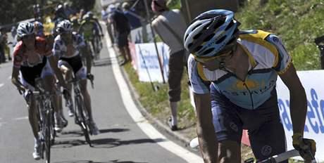 Alberto Contador (vpravo) zahajuje sv�j n�stup na Verbier