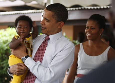 Americký prezident Barack Obama na návštěvě nemocnice v ghanské Akkře (11. července 2009)