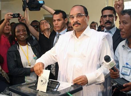 Vítězem prezidentských voleb v Mauritánii se stal bývalý pučista Muhammad uld Abdal Azíz.