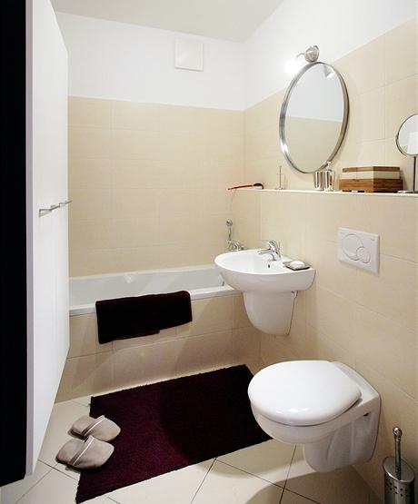 Koupelna spojená se záchodem má podlahové topení