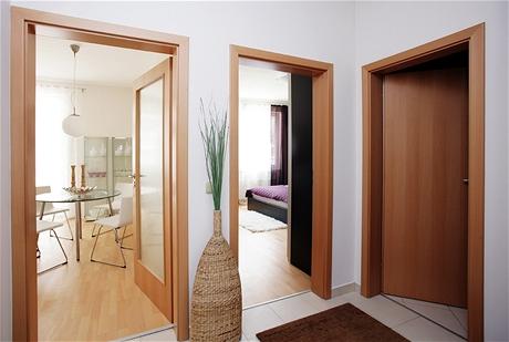 Dýhované dveře a zárubně patří do standardu