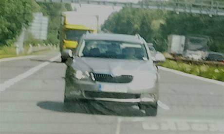 Škoda Superb Combi při testování na dálnici u Mladé Boleslavi