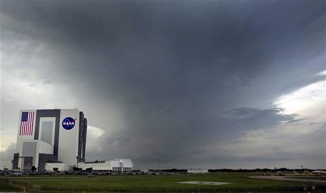 Počasí u Kennedyho vesmírného střediska překazilo i pátý start Endeavouru. (14. července 2009)
