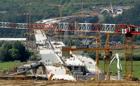 Stavba nejdelšího mostu v Česku u pražských Lahovic