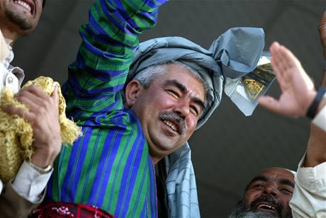 Afghánský kmenový vůdce a ministr obrany Rašíd Dóstum