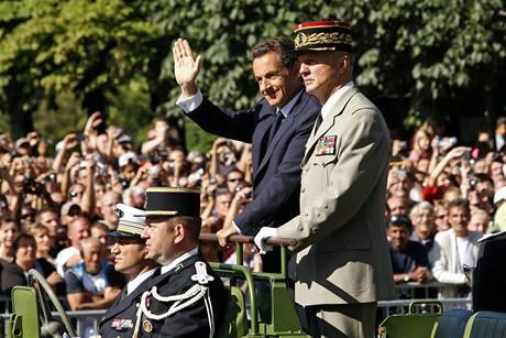 Francouzského prezidenta Nicolase Sarkozyho doprovázel v průvodu speciální jednotka (14. července 2009)