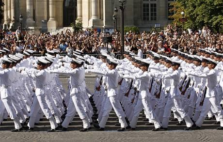 V čele průvodu kráčela během oslav výročí pádu Bastily netradičně indická čestná jednotka (14. července 2009)