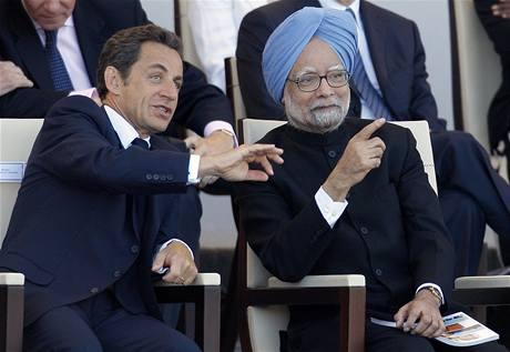 Francouzský prezident Nicolas Sarkozy s indickým premiérem Manmóhanem Singhem (14. července 2009)