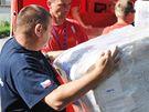 Vodní záchranáři z Pavlova v neděli ráno vypravili kamion humanitární pomoci do záplavami postižených obcí.