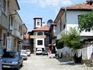 Bulharsko, Nesebar. Tržnice - z tradičních upomínkových předmětů zůstaly jen krajové ubrusy a přehozy