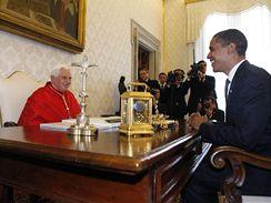 Barack Obama a papež Benedikt XVI. (10. července 2009)