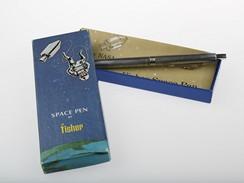Fisher Space Pen - originální krabička, ve které bylo pero uloženo. Ve stejné si jej pořídila i sovětská výprava pro svůj kosmický program.