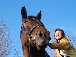 Vyjížďky na koni ve volné přírodě jsou zážitkem pro koně i jezdce, kolikrát i bez ohledu na počasí.