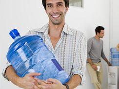 Watercoolery neboli aquabary  jsou dnes naprosto běžné nejen v kancelářích, ale i na úřadech, na školách, v čekárnách u lékaře i v lékárnách.