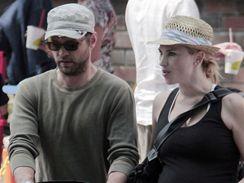 Jason Priestley s man�elkou a dcerou Avou