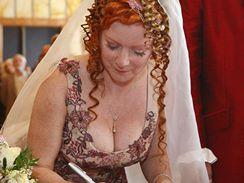 B�ra �t�p�nov� a M�ra Barab� stvrdili svatbu podpisem
