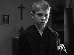Snímek z filmu Bílá stuha