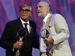 John Malkovich přebral z rukou Jiřího Bartošky cenu za celoživotní přínos kinematografii