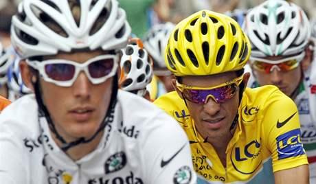Andy Schleck (vlevo) a Alberto Contador