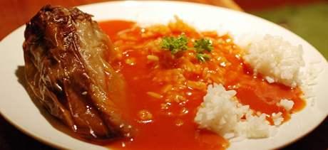 Polední menu v restauraci Černý medvěd - plněná paprika s rajskou omáčkou