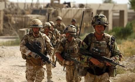 Britští vojáci na hlídce v provincii Hílmánd. (21. července 2009)