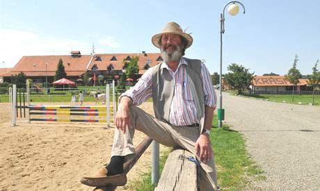 Boleslav Polívka na své farmě v Olšanech