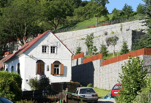Pozemek Patrika Oulického v Moravanech u Ústí nad Labem. Sv�j d�m za�al v roce