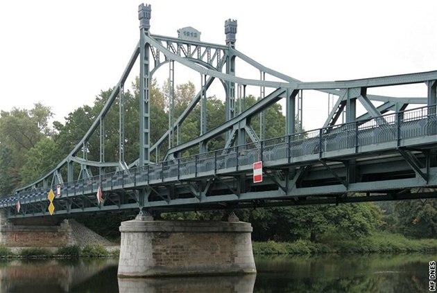 �t�pánský most p�ekonává Labe mezi Ob�ístvím, Tuhání a Kly