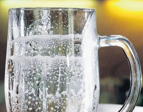 """Po dopití by mělo pivo vytvořit na stěnách """"krupici"""" a kroužky"""