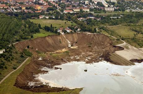 Obří sesuv půdy v obci Nachterstedt asi padesát kilometrů jihozápadně od německého Magdeburku