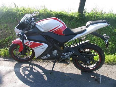 Motocykl, na němž jela 16letá dívka, kterou na Kroměřížsku srazil řidič Peugeotu 306