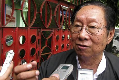 Právní zástupce disidentky Ňjan Win (28. července 2009)