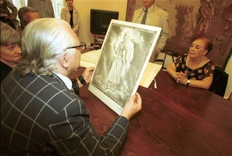 Milan Knížák s darem