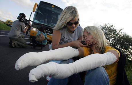 Zraněná pasažérka, která cestovala autobusem Student Agency. Ten havaroval v Drahonicích u Lubence (20. července 2009)