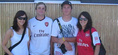 Čeští fanoušci Arsenalu a Tomáše Rosického během soustředění klubu v Rakousku.