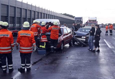 Při hromadné havárii se na německé dálnici srazilo 259 aut (20. července 2009)