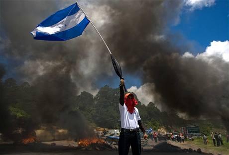 Zelayovi přívrženci vyšli protestují proti dočasné vládě (24. července 2009)