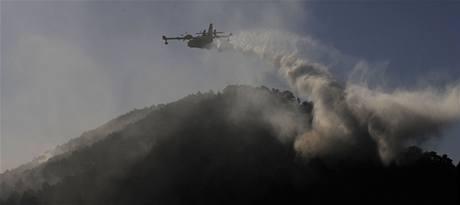 S požáry se potýkají i španělští hasiči (24. července 2009)
