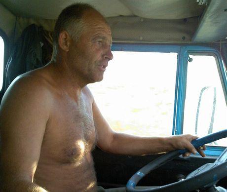 Nejhorší stopařskou krizi jsem zatím prožil u Chersonu. Po třech hodinách v oslepujícím slunci zastavil kamioňák Slavík. Vzal mě jenom deset kilometrů za město, ale chvála bohu. Pak už to šlo.
