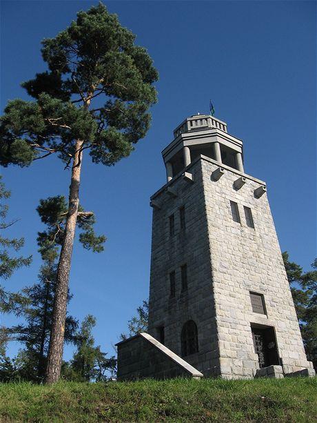 Rozhledna a památník Hanse Kudlicha na Strážišti u Úvalna