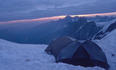 Výstup na Mont Blanc (4 810 m). Naše stany nad Refuge de l'Aiguille du Gouter