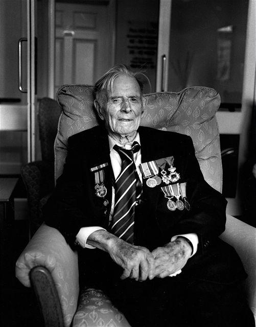 Ve Velké Británii zemřel ve 111 letech poslední britský válečný veterán z první světové války Harry Patch