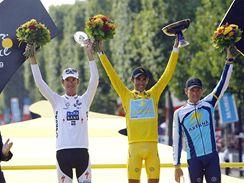 Tour de France 2009: zleva druh� Andy Schleck, v�t�z Alberto Contador, t�et� Lance Armstrong