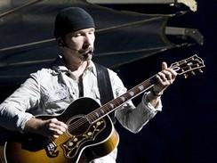 Skupina U2 vystoupila na berlínském Olympiastadion (The Edge)