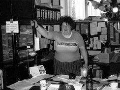 Eva Vidlařová v kanceláři