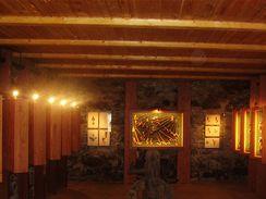 V Prosečském muzeu najdete vitríny plné zajímavých i drahých exponátů.